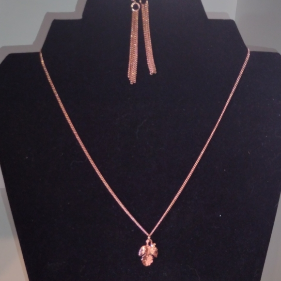 5/$25 Dainty copper leaf necklace